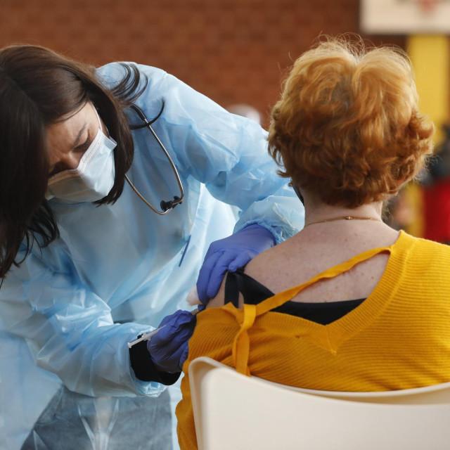 Cijepljenje protiv korone/Ilustracija