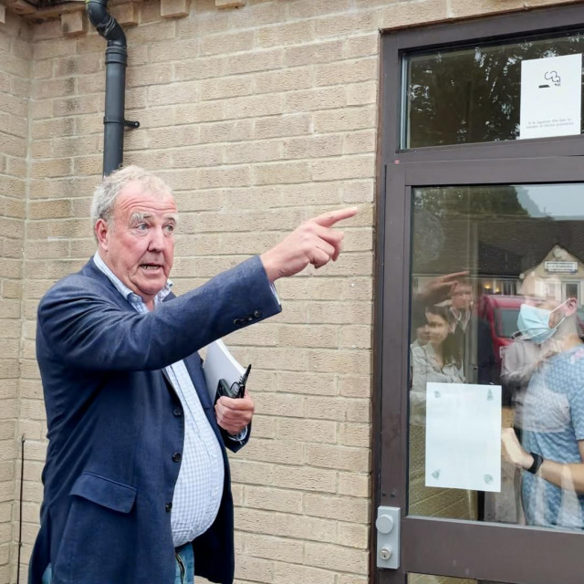 Jeremy Clarkson toliko je naljutio susjede da je morao održati sastanak uz sir i vino