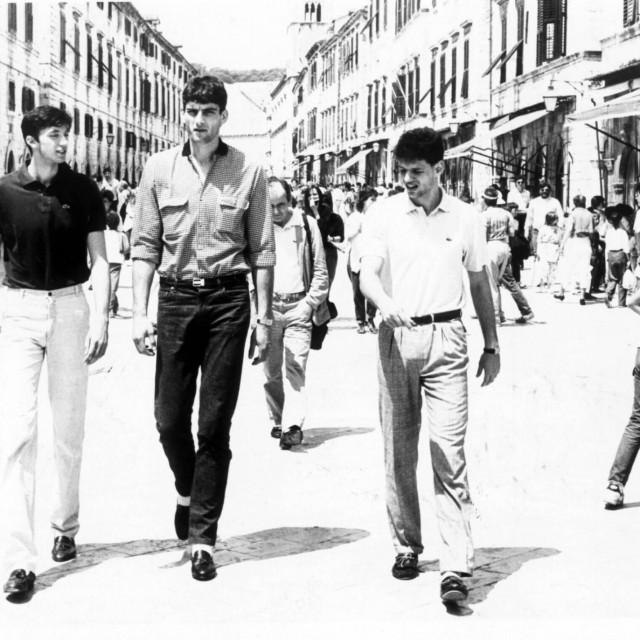 Toni Kukoč, Stojko Vranković i Dražen Petrović u šetnji dubrovačkim Stradunom 80-ih godina prošlog stoljeća