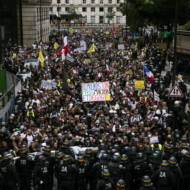 Prosvjed u Parizu protiv zdravstvenih propusnica