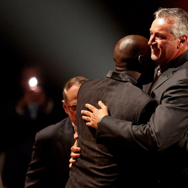 Kukoč u zagrljaju s Jordanom