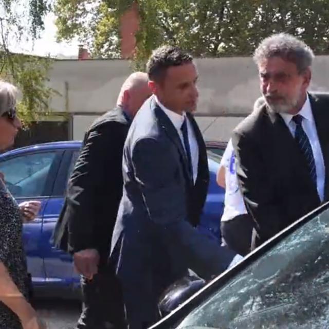 Ministar Fuchs ulazi u auto