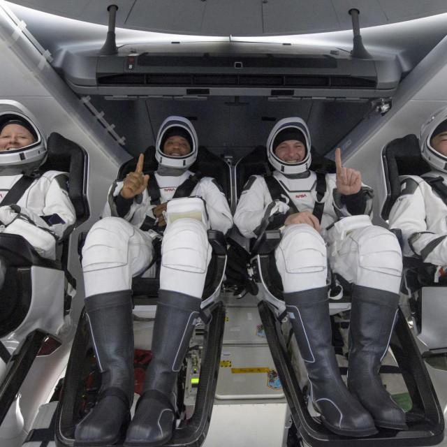 NASA-ini astronauti Shannon Walker, Victor Glover, Mike Hopkins i japanski astronaut Soichi Noguchi u SpaceX-u 2. svibnja 2021.