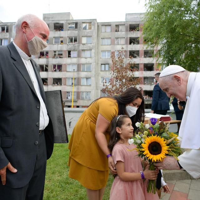 Papa u posjetu naselju Lunik