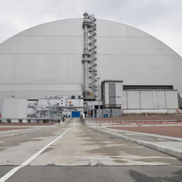 """Zaštitni """"sarkofag"""" iznad 4. reaktora"""