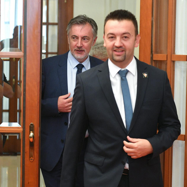 Marijan Pavliček, Miroslav Škoro