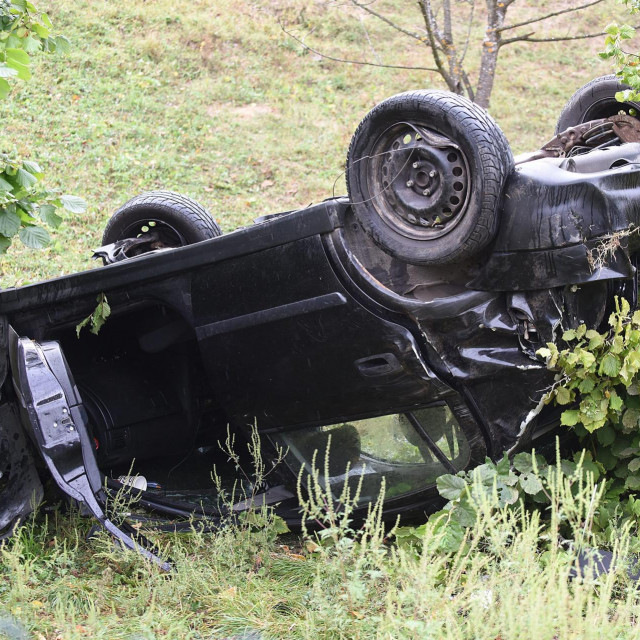 Prometna nesreća u Gornjem Mrzlom, automobil na krovu