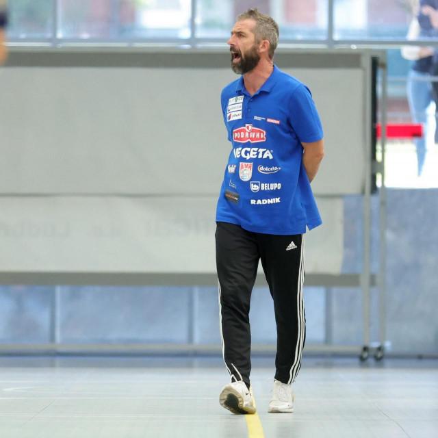 Trener Neven Hrupec