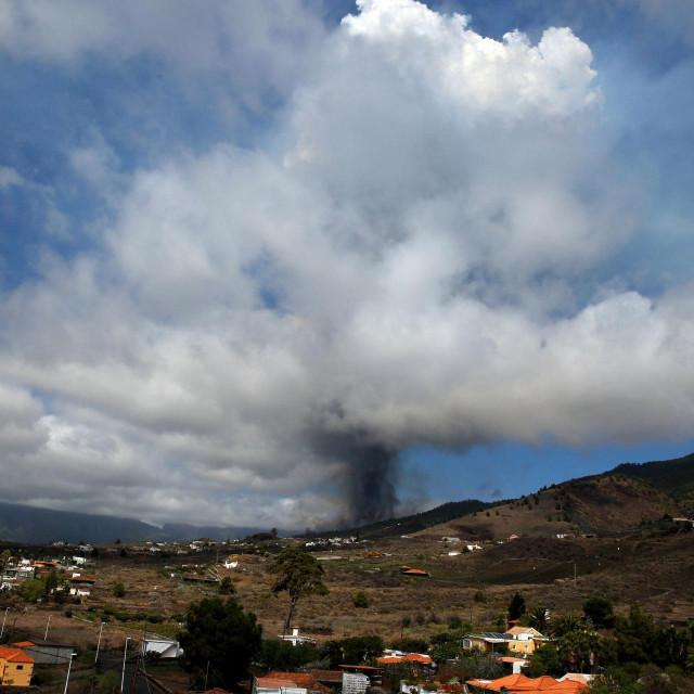 Erumpirao je vulkan na španjolskom kanarskom otoku la Palmi u nedjelju