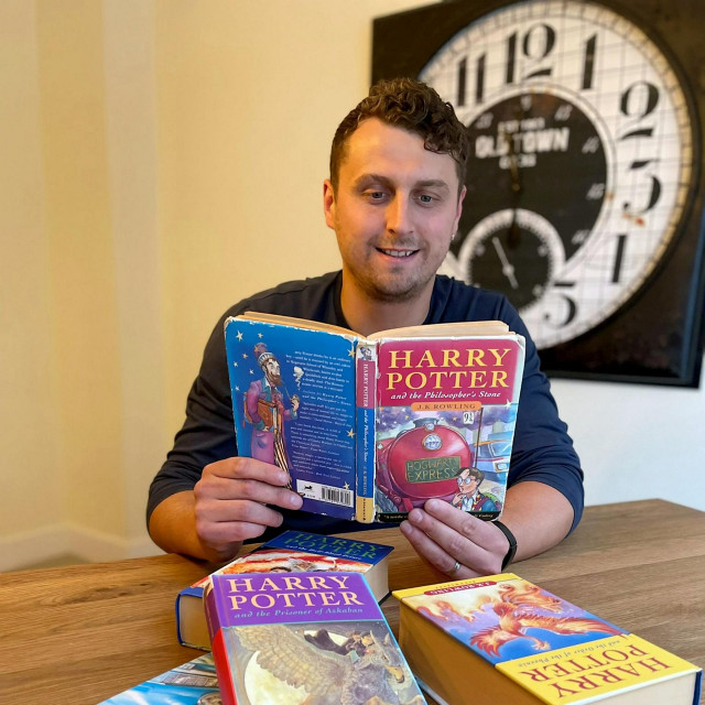 """Harry Potter čita """"Harry Pottera"""""""