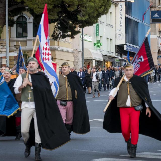 Središnja svečanost obilježavanja 30. obljetnice Rujanskog rata, mimohod branitelja ulicama grada