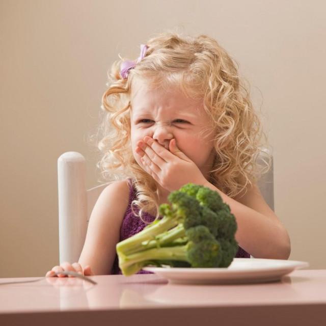 Djevojčica koja ne voli brokulu; ilustracija