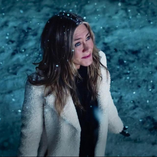 """Jennifer Aniston u finalu prve epizode druge sezone serije """"The Morning Show"""""""