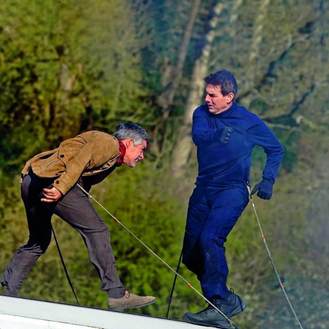 Esai Morales i Tom Cruise