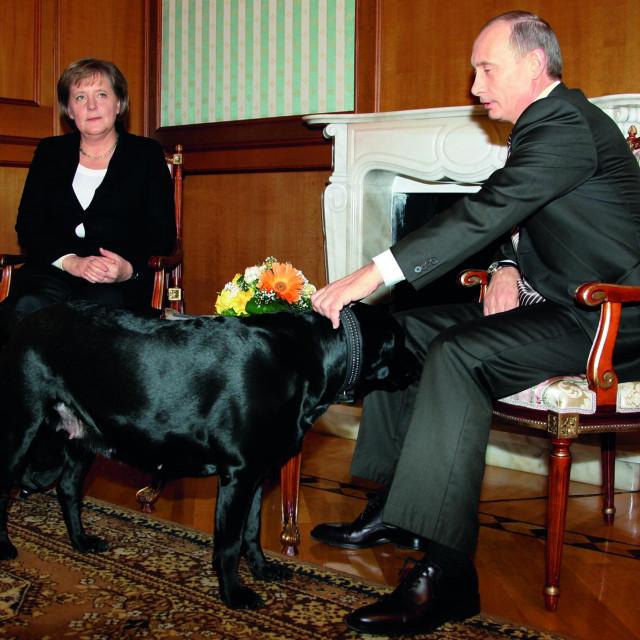 S Vladimirom Putinom i njegovim psom u Sočiju, 2007.