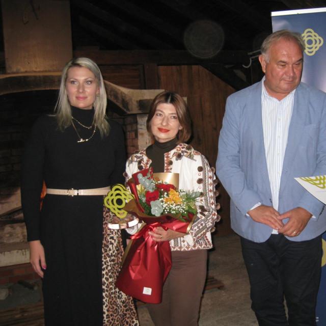 Nagrađena pjesnikinja Lana Derkač
