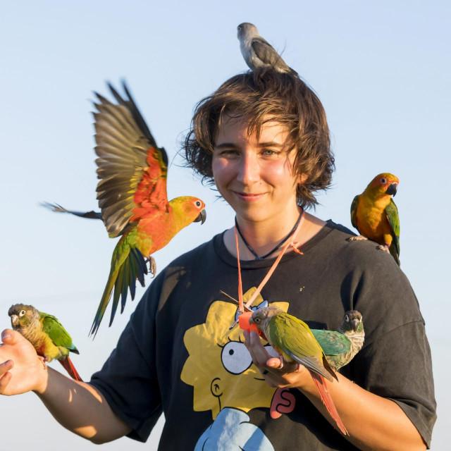 Nika Markoč s papigama