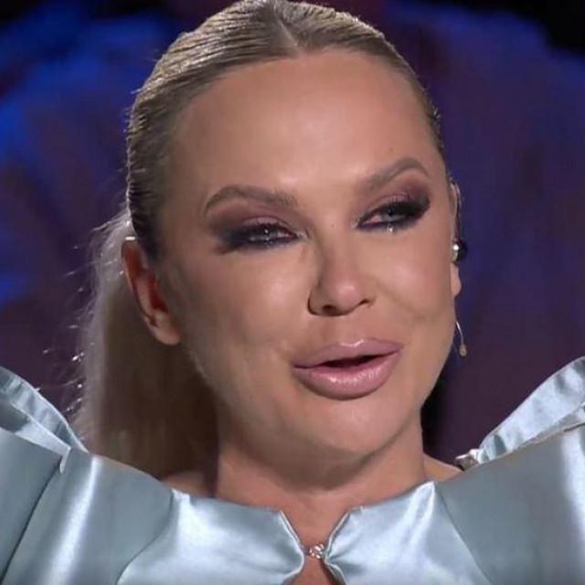 Maja Šuput u suzama