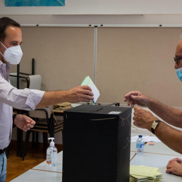 Fernando Medina, kandidat za gradonačelnika Lisabona, došao je glasovati na portugalskim općinskim izborima