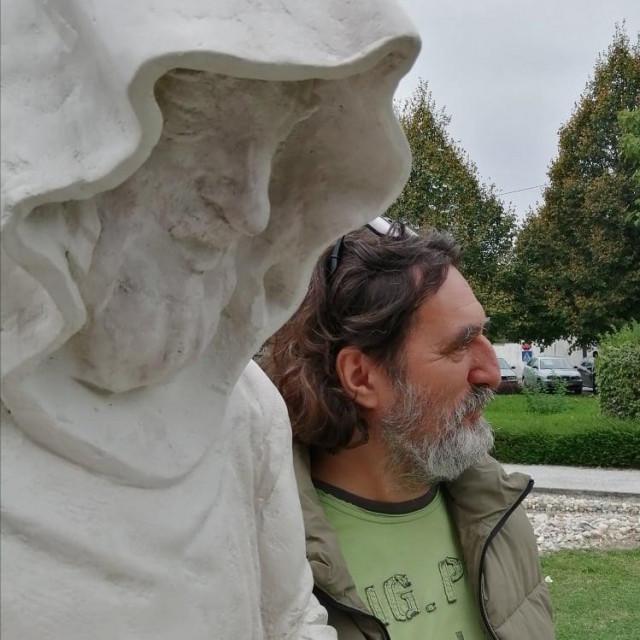 Spomenik redovniku i Ivan Čehok
