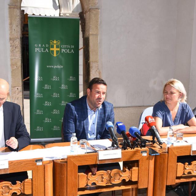 Konferencija za medije na kojoj je bila riječ o Nacrtu prijedloga Uredbe o uslužnim područjima