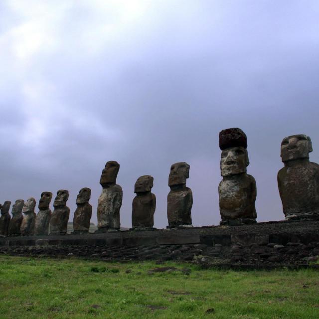 Kamene skulpture ljudskih figura naUskršnjem otoku