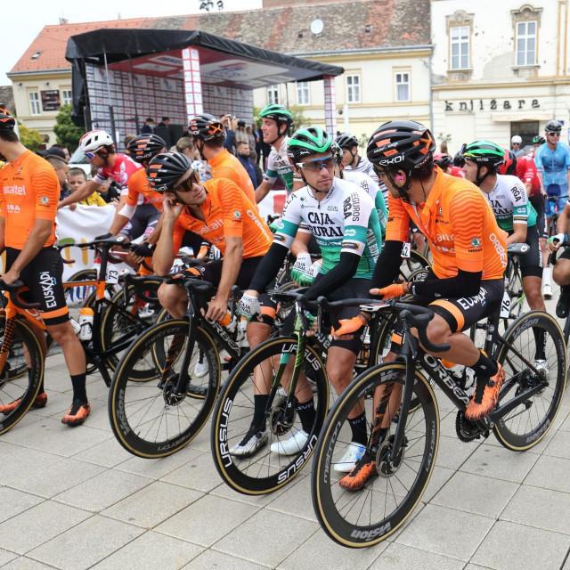 Šesto izdanje međunarodne biciklističke utrke CRO Race koja se održava od 28. rujna do 3. listopada kroz šest etapa diljem Hrvatske. Na fotografiji: start prve etape Osijek - Varaždin.<br /> <br />