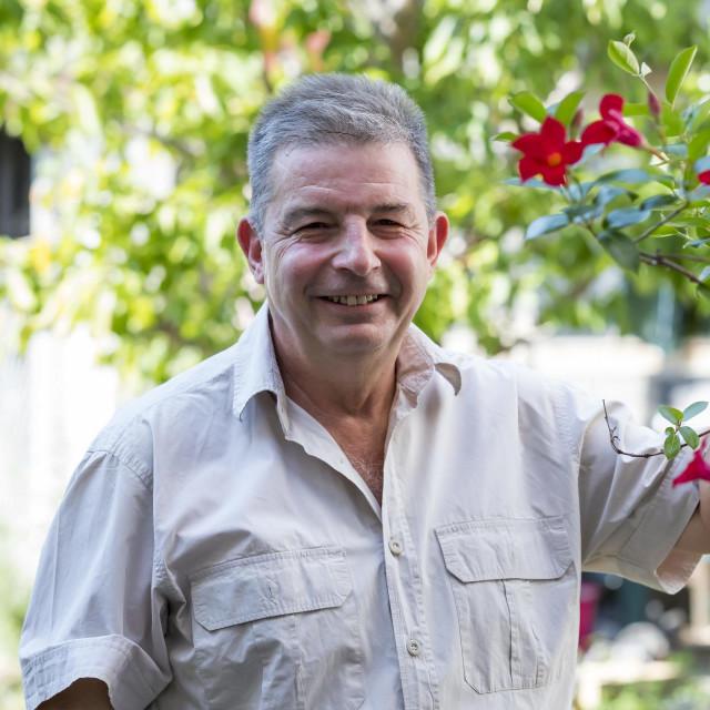 Obitelj se iz stana preselila u kuću, Veljko ima dio vrta u kojem njeguje cvijeće, pazi na prehranu, riba je svaki tjedan na meniju, zeleno povrće redovito, svakodnevno hoda...