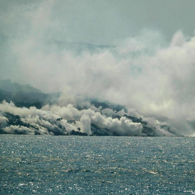 Lava iz vulkana Cumbre Vieja ulijeva se u Atlantski ocean