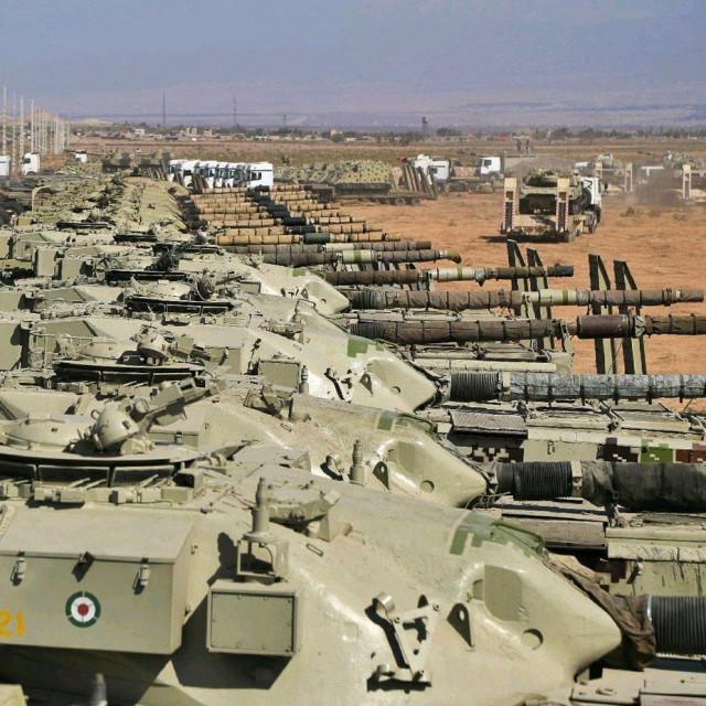Iranski tenkovi koji sudjeluju u vježbama