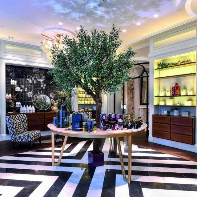 Ulaz u Gazelli House u Bakuu uređen tako da<br /> pruža osjećaj kućne udobnosti.