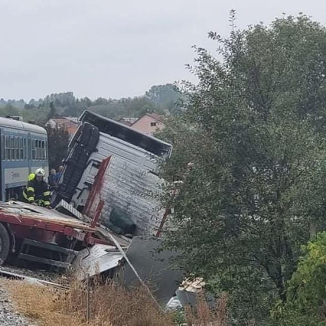 Sudar vlaka i kamiona u Požegi