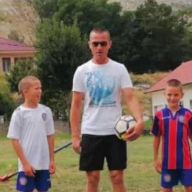 Obitelj Čuić: tata Tomislav i četiri sina, Mario Filip, Toma i David