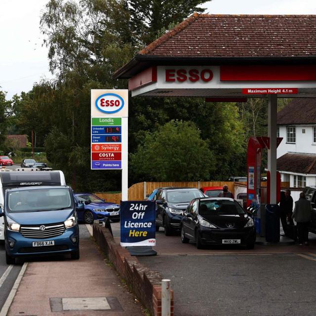 Vojska će pomagati u isporuci goriva benzinskim postajama