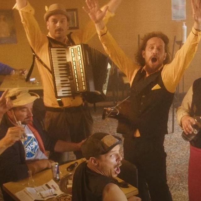 Dubioza kolektiv ima novu pjesmu 'Kafana'