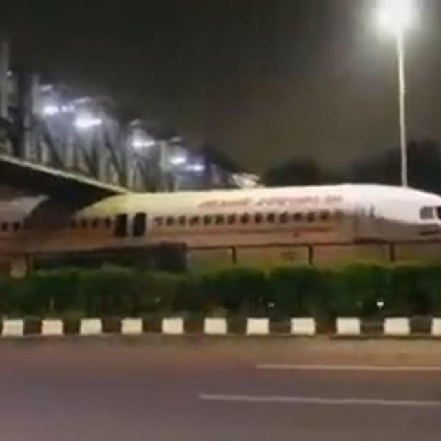 Zrakoplov koji je zapeo u Indiji