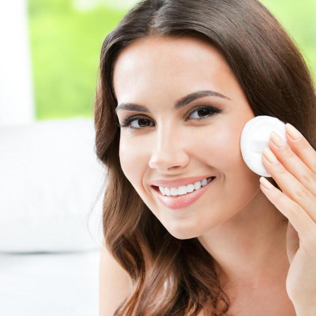 Važno je lice čistiti blagim sredstvima, agresivna sredstva pojačavaju lučenje loja
