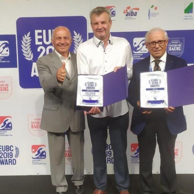 Bono Bošnjak (u sredini)
