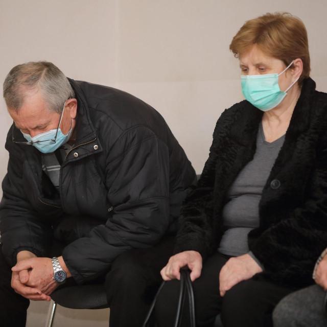 Mijo i Slavica Karamazan u hodniku suda