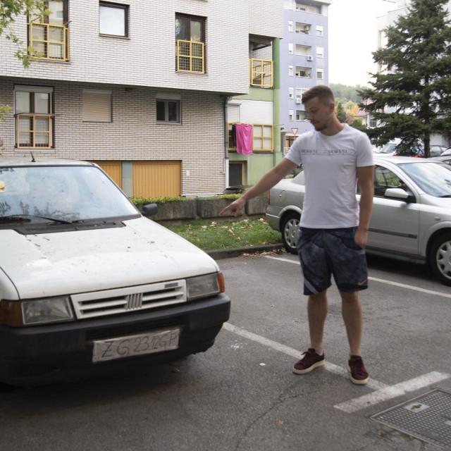 Stanari se bezuspješno pokušavaju otarasiti starog auta
