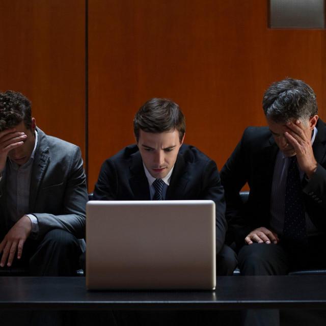 Ilustracija, muškarci za kompjutorom