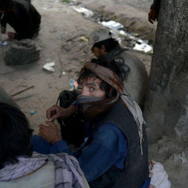 Ovisnici o drogama u Kabulu; ilustracija