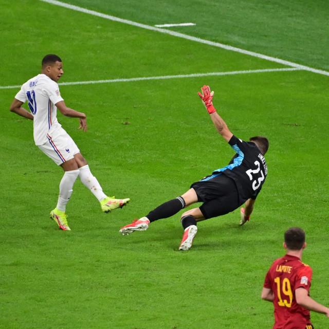 Mbappe zabija kontroverzan pogodak za pobjedu Francuske