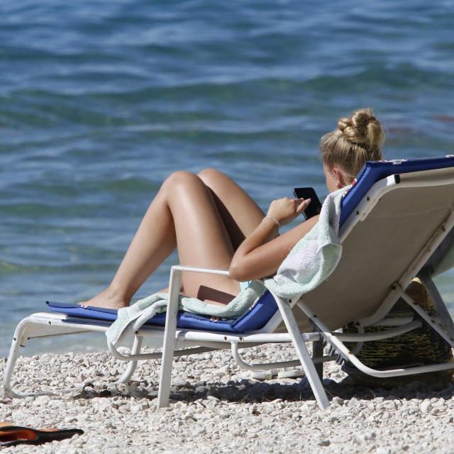 Bablje ljeto na makarskoj plaži