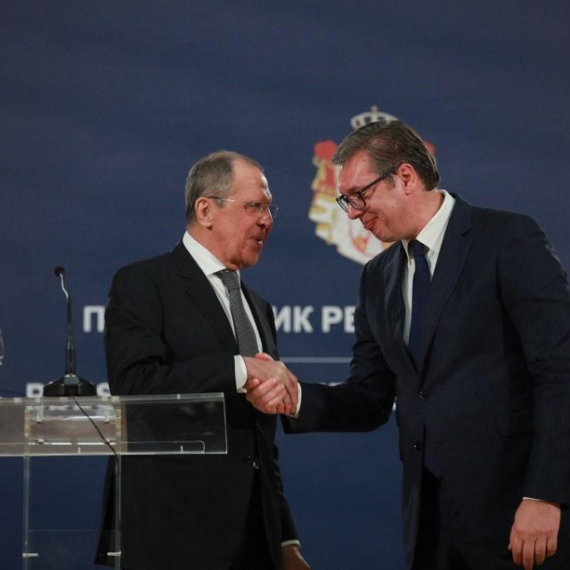 BELGRADE, SERBIA - OCTOBER 10: Serbian President Aleksandar Vucic (R) and Russian Foreign Minister Sergey Lavrov (L) hold a joint press conference after a meeting in Belgrade, Serbia on October 10, 2021. Milos Miskov/Anadolu Agency (Photo by Milos Miskov/ANADOLU AGENCY/Anadolu Agency via AFP)