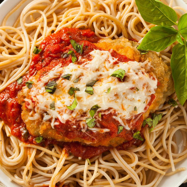 E4YFX3 Homemade Italian Chicken Parmesan with Cheese and Sauce