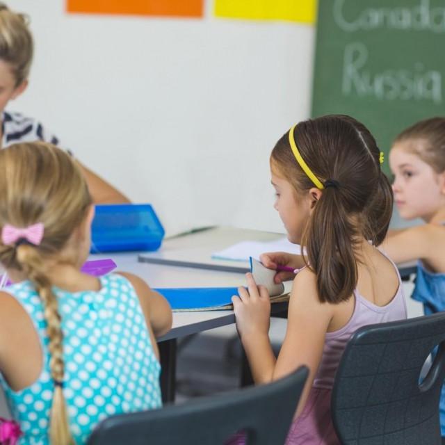 Britanski znanstvenici, uglavnom s Kraljevskog koledža u Londonu, uspoređivali su dvije skupine djece zaražene COVID-om.