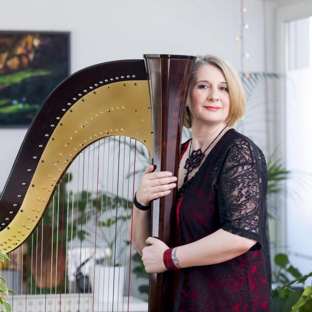Doris Harp Karamatic - harfistica