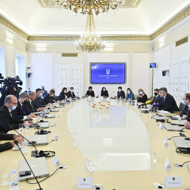 Zagreb, 111021.<br /> Predsjednik Vlade Andrej Plenkovic primio je u Banskim dvorima predstavnike Francuske udruge poslodavaca MEDEF.<br />