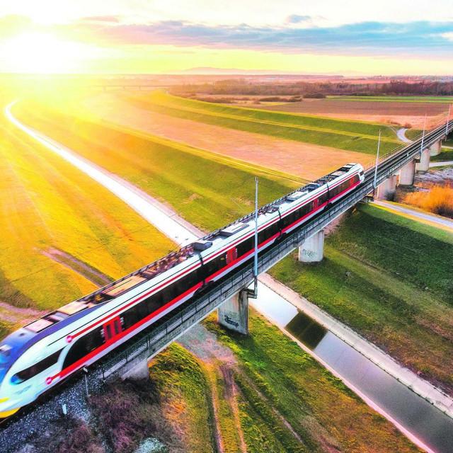 Niskopodni elektromotorni vlak